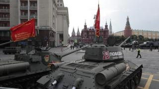 Carri armati T-34 vintage che provano a Mosca, il 20 giugno 20