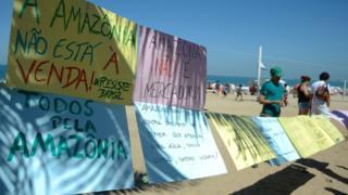Protesto no Rio de Janeiro contra extinção de reserva na Amazônia