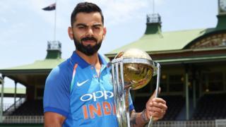 2019 ప్రపంచ కప్ ట్రోఫీతో భారత జట్టు కెప్టెన్ విరాట్ కోహ్లీ