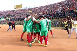 Les joueurs de Madagascar célèbrent un but contre le Sénégal lors des qualifications de la CAN 2019 (9 septembre 2018 à Antananarivo, Madagascar).