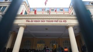 Cảnh bên ngoài Tòa án Nhân dân Thành phố Hà Nội