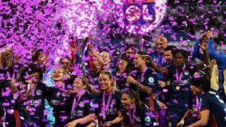 Lyon Féminin celebrando