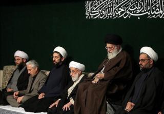 از راست: حسینعلی سعدی، آیتالله علی خامنهای، احمد جنتی، مصطفی رستمی و محمد قمی