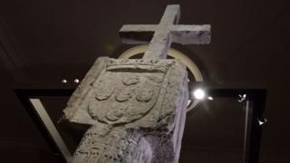 La croix de pierre servait de repère de navigation au 15e siècle à Cape Cross en Namibie.