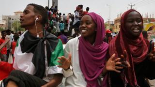 توافق نظامیان با معترضان در سودان