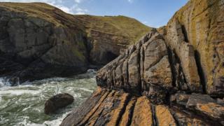Скелі над морем