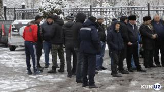 Ўзбекистон парламенти олдида норозилик амалиётига йиғилган юк ташувчилар