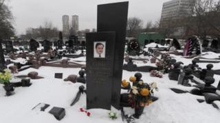 فعالان حقوق بشر می گویند که آقای ماگنیتسکی به خاطر مصدومیت ناشی از شکنجه در زندان جان خود را از دست داد