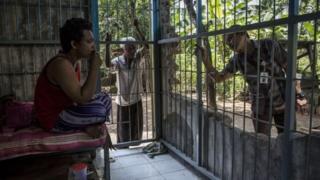 Foto dari Maret 2016 ini menunjukkan Majid, 35, duduk di dalam kerangkeng di dalam rumahnya di Jambon, Ponorogo. Majid sudah enam tahun dipasung oleh orangtuanya karena menderita gangguan kejiwaan.
