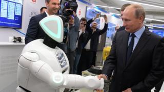 Путин жмет руку роботу