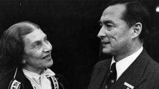 Richard Nikolaus Graf von Coudenhove-Kalergi aparece em foto ao lado de uma mulher