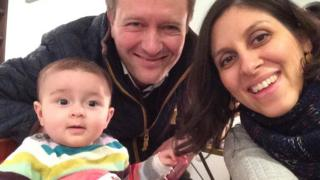 Nazanin Zaghari-Ratcliffe: Concerns as Iran 'restricts family contact'