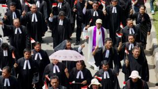 Pemimpin agama Kristen dan kelompok Islam minoritas berdemonstrasi menuntut kerukunan antar agama dan toleransi di Jakarta, April 2013.
