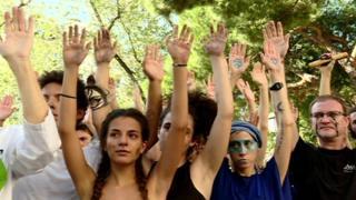 شورش علیه انقراض؛ پلیس لندن ۱۵۰ معترض را بازداشت کرد