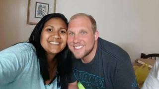 Joshua Holt y Thamara Caleño.