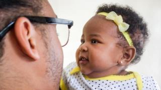 Selon les conversations que les nourrissons entendent dès leur plus jeune âge, ils peuvent avoir des vies très différentes.