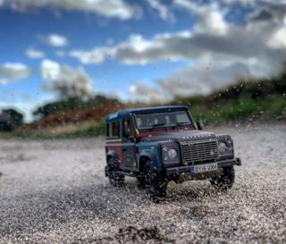 in_pictures Model Land Rover Defender on gravel track