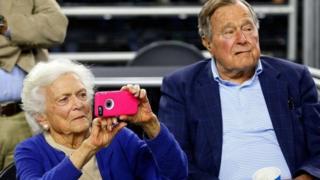 Rais wa zamani wa Marekani George Bush na mkewe Barbara