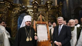 Митрополит Епифаний, Петр Порошенко и томос
