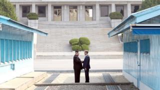 किम जोंग-उन के साथ मून जे-इन