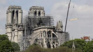 Nhà thờ Đức Bà đang tiến hành công việc cải tạo thì đám cháy bùng phát