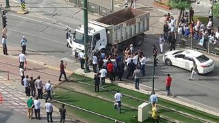 Gaziantep'te İYİ Parti konvoyunun yolunu kesen kamyon