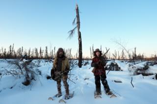 David y Sky en la nieve