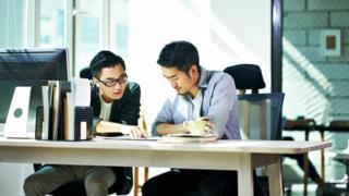 تختلف طريقة توظيف بعض الشركات وبالتالي تجتذب موظفين غير تقليديين يسعون لاحقا لبدء عملهم الخاص