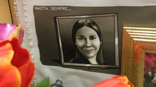Un dibujo que hicieron de Karla Turcios sonriendo.