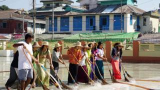 Mujeres limpiando