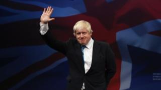 آقای جانسون میخواهد کل بریتانیا را از اتحادیه گمرکی اروپا خارج کند؛ این یعنی پس از دههها، صادرات و واردات بین شمال و جنوب ایرلند مشمول تعرفه میشود.