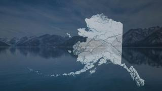 Mapa de Alaska con montañas de fondo