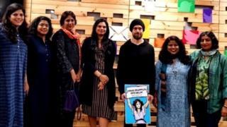 जॅक डॉर्सी यांनी नुकतीच काही भारतीय महिला पत्रकार, लेखिका आणि विचारवंतांबरोबर एक बैठक घेतली, ज्यात काही चर्चा झाली आणि त्या बैठकीनंतर काढलेला हा फोटो समोर आला.