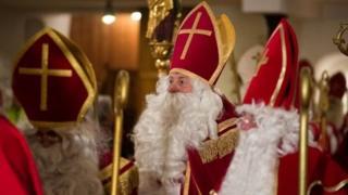บรรดาผู้แต่งกายเป็นนักบุญนิโคลัสมารวมตัวกันที่เยอรมนี ถือเป็นสัญญาณการเริ่มต้นเทศกาลคริสต์มาส