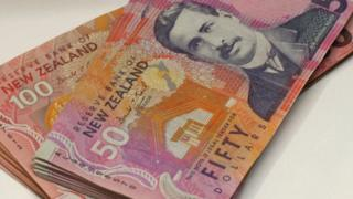 New Zealand dollar notes