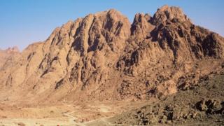 Gunung Sinai, tempat Nabi Musa menerima 10 Perintah Tuhan, adalah objek wisata paling ikonik di Jalur Sinai.