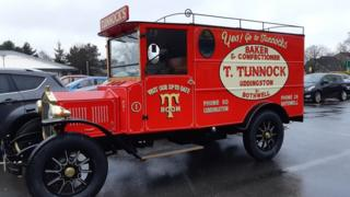 A retro, Tunnocks van