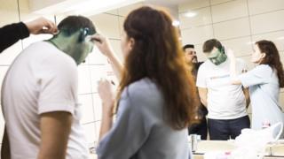 Алексея Навального отмывают от зеленки