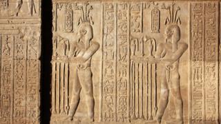 Hieróglifos representam a confecção de perfume em Com Ombo