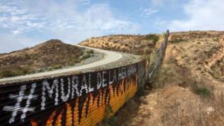 دیوار مرزی با مکزیک