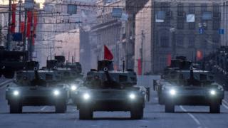 """Танки Т-14 """"Армата"""" перед парадом у Москві в 2015 році"""