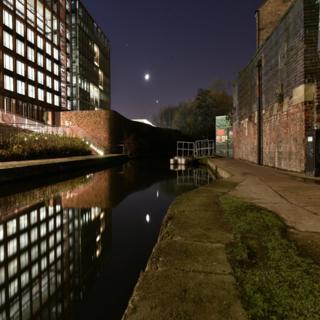 Regeneración cerca de un canal