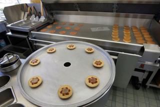 Uma réplica da cozinha do primeiro restaurante McDonald's, agora no museu da empresa