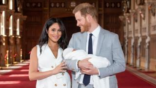 """Prince Harry, Duke of Sussex (R), and his wife Meghan, Duchess of Sussex, pose for a photo with their newborn baby son in St George""""s Hall at Windsor Castle in Windsor, west of London on May 8, 2019"""