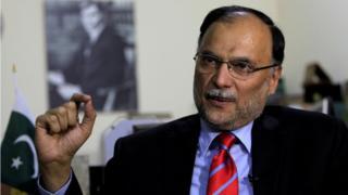 Ahsan Iqbal nigha iforowanilenu wo pelu oniroyin ni Islamabad, Pakistan, ni ọjọ kejila oṣu kẹfa, ọdun 2017