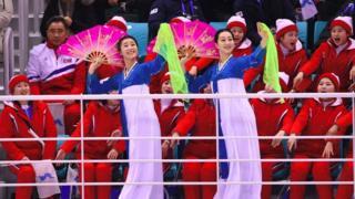 Şimali koreyalı azarkeş dəstəyi qrupunun üzvləri Pxençxan Olimpiadasında diqqət mərkəzində olublar.