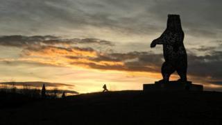 Bear statue Dunbar