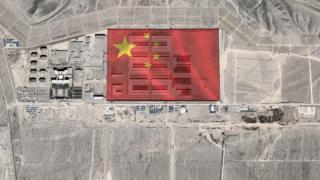"""Imagem de satélite mostram rápido crescimento de campos de """"reeducação"""" para muçulmanos da enia uigur"""
