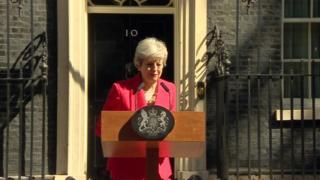 Theresa May se emociona durante discurso