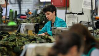 жене у фабрици текстила